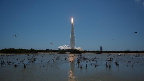 Atlas V launching the Juno mission [© CC BY-NC-ND 2.0 NASA HQ Photo https://www.flickr.com/photos/nasahqphoto/]