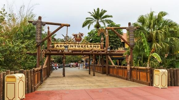 Adventureland Entrance [© CC BY-NC-ND 2.0 Lee https://www.flickr.com/photos/myfrozenlife/]