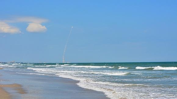 Atlas V launch as seen from Hangar Beach [© 2019, floridareview.co.uk, all rights reserved]