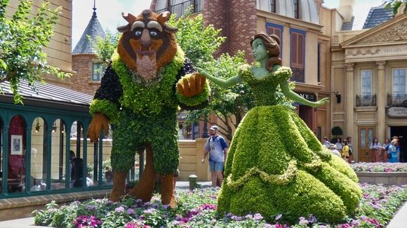 Beauty and the Beast topiary at Disney Epcot [© 2019, floridareview.co.uk, all rights reserved]