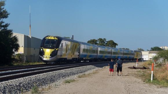 Brightline Train Set [© CC BY 2.0, BBT609, https://www.flickr.com/photos/bbt609/]