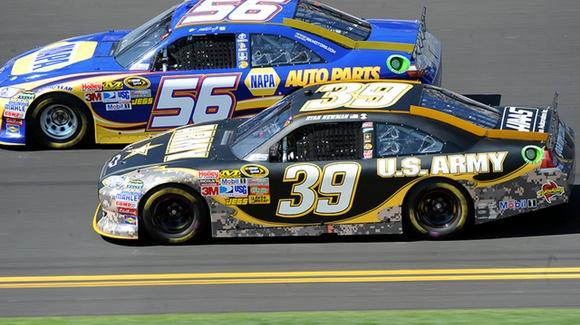 Daytona 500, #39 U.S. Army Chevrolet [© CC BY 2.0 U.S. Army, https://www.flickr.com/photos/familymwr/]