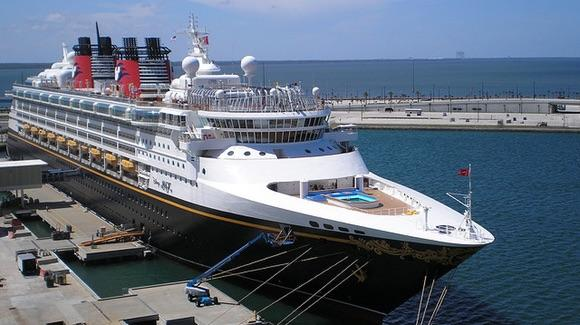 Disney Cruise Ship [© CC BY-NC-ND 2.0 row4food, https://www.flickr.com/photos/katebarnum/]