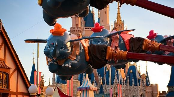 Dumbo Ride [© CC BY-NC-ND 2.0 Joe Penniston https://www.flickr.com/photos/expressmonorail/]