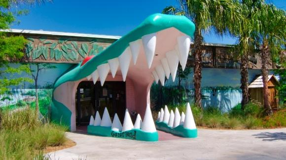 Gatorland's Iconic Alligator Jaws Entrance [© 2019, floridareview.co.uk, all rights reserved]