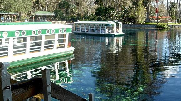 Glass Bottom Boats at Silver Springs [© CC BY 2.0 Andy R https://www.flickr.com/photos/finefella/]