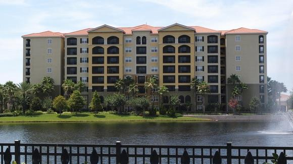 Hilton Grand Vacation Club [© CC BY-NC-ND 2.0 Darryl Kenyon https://www.flickr.com/photos/dkenyon/]