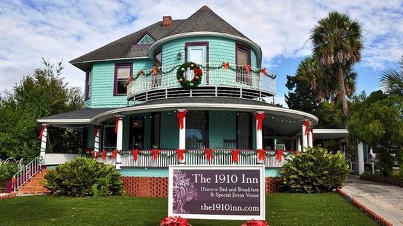 Historic Bed & Breakfast Inn [© CC BY 2.0 Walter, https://www.flickr.com/photos/walterpro/]
