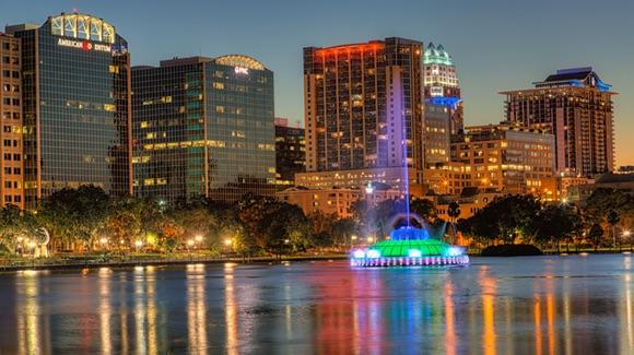 Lake Eola Fountain and Buildings [© CC BY-NC-ND 2.0 Matthew Paulson https://www.flickr.com/photos/matthewpaulson/]