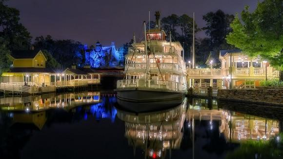 Liberty Square at Magic Kingdom [© CC BY-NC-ND 2.0 Joe Penniston https://www.flickr.com/photos/expressmonorail/]