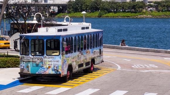 Miami Bayside trolley bus tour [© CC BY 2.0 Ed Webster https://www.flickr.com/photos/ed_webster/]