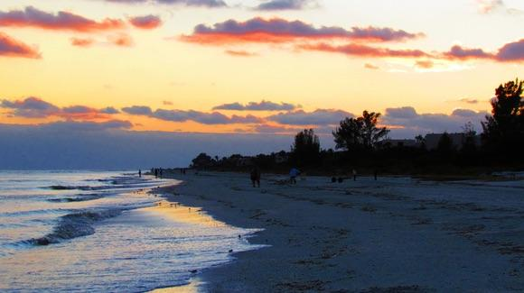 Sanibel Island Sunset [© CC BY-NC-ND 2.0 Jim Mullhaupt https://www.flickr.com/photos/jimpic/]