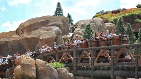 Seven Dwarfs Mine Train [Ricky Brigante, CC BY-NC-ND 2.0 https://www.flickr.com/photos/insidethemagic]