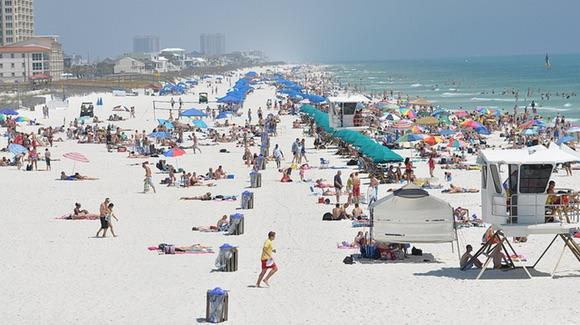 Spring Break at Pensacola Beach [© CC BY-NC-ND 2.0 World Street Photos, https://www.flickr.com/photos/26500034@N04/]