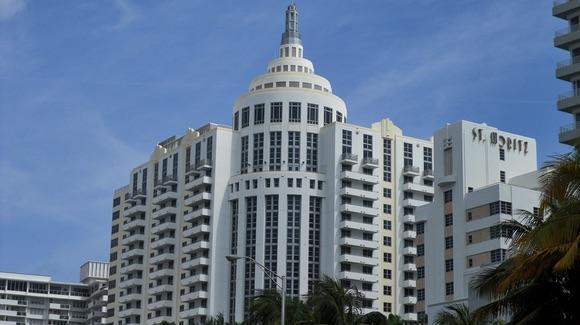Art Deco St Moritz Hotel in Miami