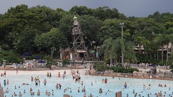 Typhoon Lagoon  [© CC BY-NC-ND 2.0 Anthony Dolce, https://www.flickr.com/photos/flydolce/]