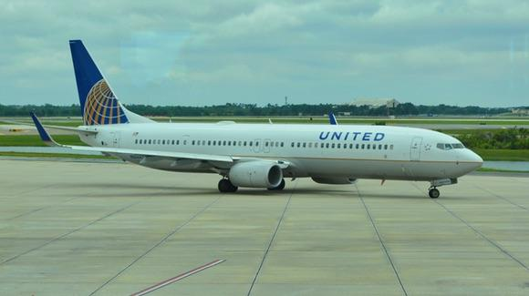 United Airlines Boeing 737 at Orlando International Airport