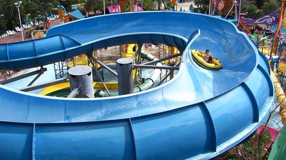 Walhalla Wave at Aquatica [© CC BY 2.0 Jeremy Thompson, https://www.flickr.com/photos/rollercoasterphilosophy/]