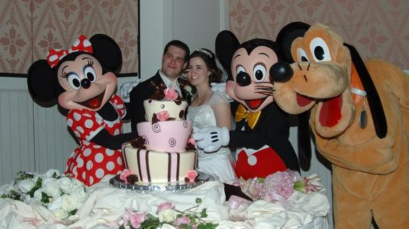 Disney Wedding Cake [© CC BY-NC-ND 2.0 Lynne Schreur, https://www.flickr.com/photos/lschreur/]